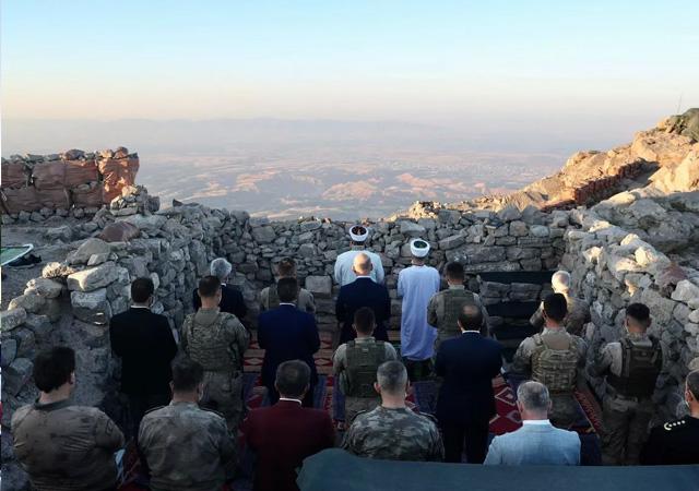 Erdoğan, Nuh Peygamber üs bölgesindeki askerlerin bayramını kutladı