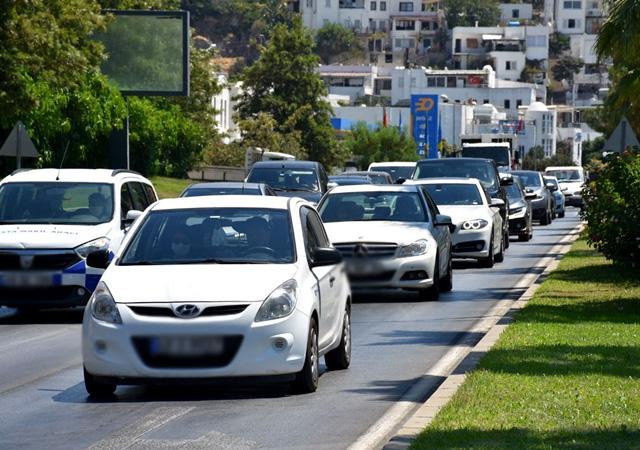 Bodrum'a turist akını! 3 günde 300 bin araç girişi