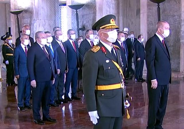 Devletin zirvesi Anıtkabir'de 30 Ağustos törenleri başladı...