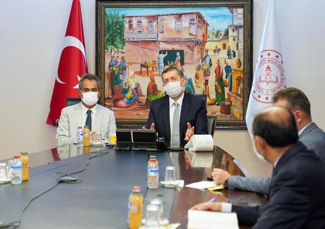 Bakan Selçuk'tan 81 ilin milli eğitim müdürüne talimat