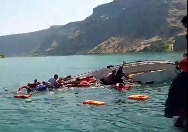 Şanlıurfa'da tur teknesi alabora oldu