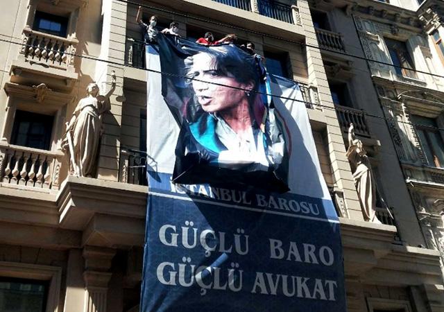 İstanbul Barosu'na pankart soruşturması