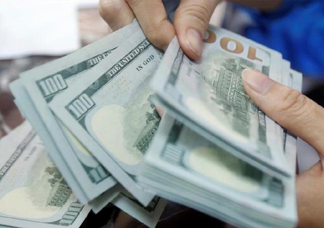 Dolar yeni güne 7.77 bandında başladı