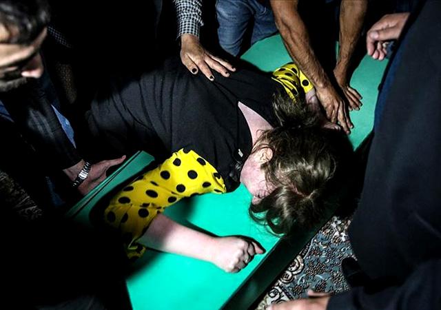 Yürek yakan görüntü! Azerbaycan'da cenazeler akşam defnedildi