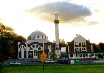 Avrupa'da islamofobik saldırılar sürüyor: Almanya'da camiye saldırı