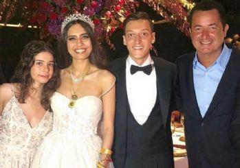 Mesut Özil'in düğününe Acun Ilıcalı dansı damga vurgu!