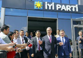 Bakan Akar'dan siyasi parti liderlerine ziyaret