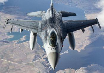 F-16'lar 'Fatih'i selamladı!