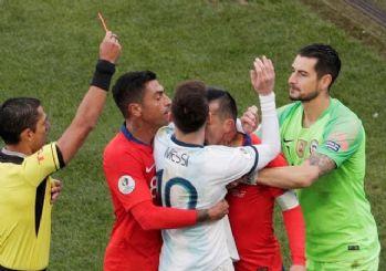 Arjantin Şili maçında olay çıktı: Messi ve Medel atıldı