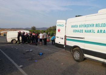 Manisa'da 3 araç çarpıştı: 6 ölü, 20 yaralı