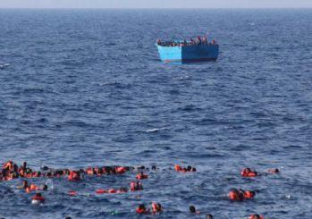 Akdeniz'de sığınmacı faciası: En az 40 ölü