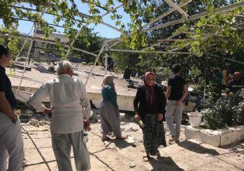 Kanal açma aracı evin üzerine devrildi: 4 ölü 1 yaralı
