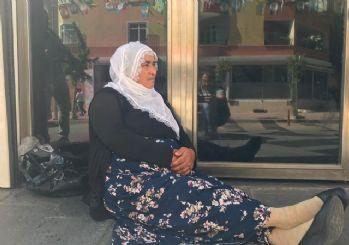 Diyarbakır'da bir anneden daha HDP İl Başkanlığı önünde oturma eylemi!