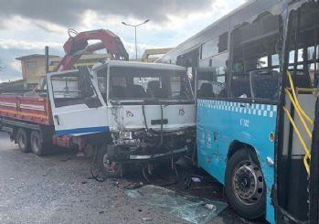Ümraniye'de kamyon ile halk otobüsü çarpıştı