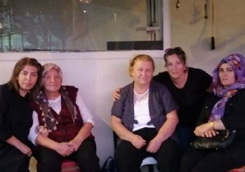 AKP İl Binası'nın önünde oturma eylemi: Mağdur anneleriyiz!