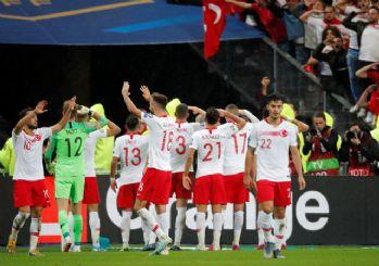 Futbolcularımız Fransa'da asker selamı verdi