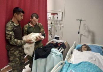 Türk askeri Suriyeli hamile kadını hastaneye yetiştirdi