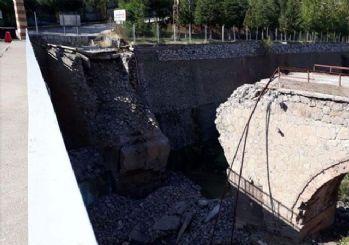 Tarihi Maden Köprüsü çöktü