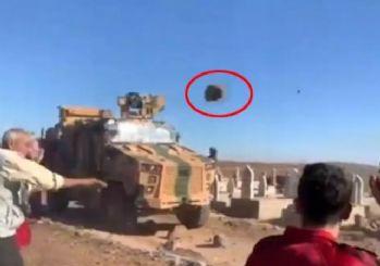 YPG'li teröristler, Türk askerine taşla saldırdı
