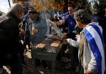 Yunan vicdansızlığı! Göçmenlere 'domuz etli' protesto