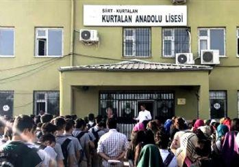 Milli Eğitim Bakanlığı, etek boyu ölçen okul müdürünü açığa aldı