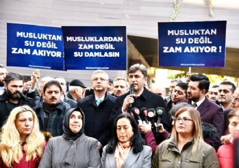 Su zammına tepki gösteren AK Parti pankartlarla eylem yaptı