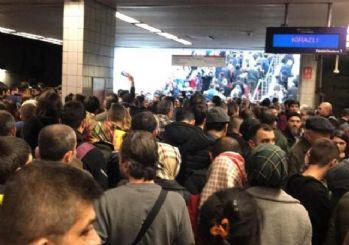 İstanbul'da metro arızası: Duraklarda yoğunluk yaşanıyor