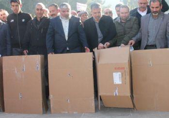 Şanlıurfa ve Sivas'ta kartonla Çin protestoları