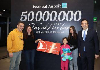 Erdoğan 50 milyonuncu yolcuya plaket ve bilet verdi