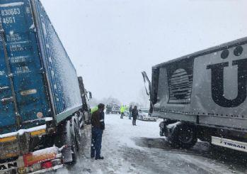 Ankara'ya kar yağdı, araçlar kaydı