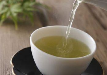 Yeşil çay içmek ömrü uzatıyor