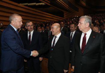 Tunç Soyer'in Cumhurbaşkanı Erdoğan'a bakışları