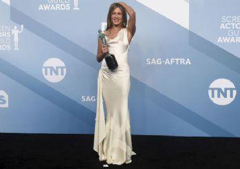 Jennifer Aniston elbisesinin 'sırrını' açıkladı