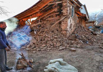 Elazığ depreminde bir köy tamamen yıkıldı