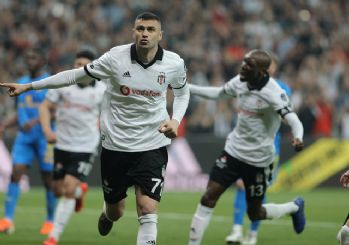 Beşiktaşlı futbolculardan depremzedelere 300 bin lira yardım