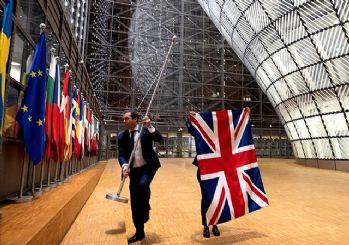 İngiltere Avrupa Birliği'ndan resmen ayrıldı! Bayrağı indirildi