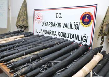 Diyarbakır'da ele geçirilen terörist şemsiyeleri