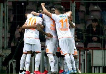 Galatasaray kupadan elendi, Alanya yarı finalde