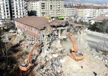 Bakan açıkladı! Elazığ'daki okullar yarın açılıyor
