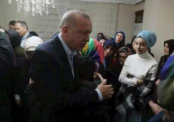 Erdoğan, İdlib şehidinin evini ziyaret etti
