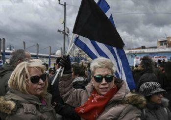 Irkçı Yunanlar sınıra indi