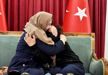 Evladını öpmeye doyamadı! 189 gündür HDP önünde onu bekliyordu