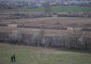 Yunanistan, sınırda siper kazıyor