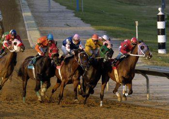 Koronavirüs nedeniyle at yarışları ertelendi