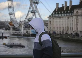 Boris Johnson sokağa çıkma yasağı ilan ettiğini duyurdu