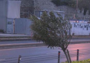 'Turuncu fırtına' alarmı sonrası İstanbul'da şiddetli rüzgar