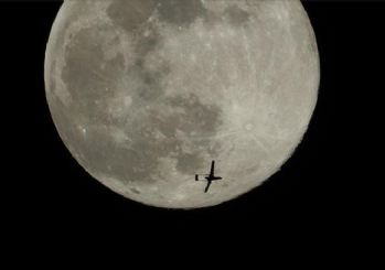 Yerli İHA, İdlib semalarında dolunayla görüntülendi