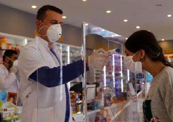 İzmir'de eczanelerden ücretsiz maske dağıtımı başladı