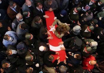 Şehit oğlunun cenaze namazını babası kıldırdı!