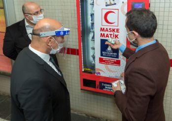 İzmir metro istasyonlarında 'maskematik' uygulaması